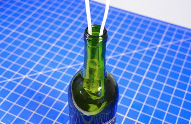 Remove-a-broken-cork-from-wine-bottle.jpg